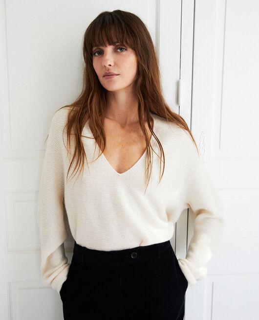 Pullover mit V-Ausschnitt aus 100 % Kaschmir BUTTERCREAM