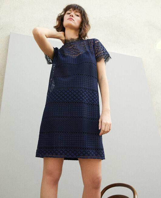 Kleid aus Ajourspitze Blau