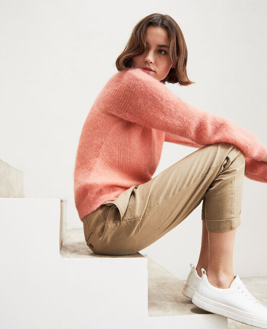 Pullover mit V-Ausschnitt mit Mohair SALMON PINK