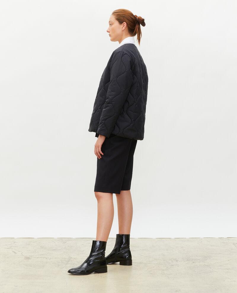 Weite Daunenjacke mit V-Kragen  Black beauty Matra