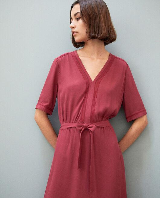 Kleid mit Stickereieinsätzen Rouge