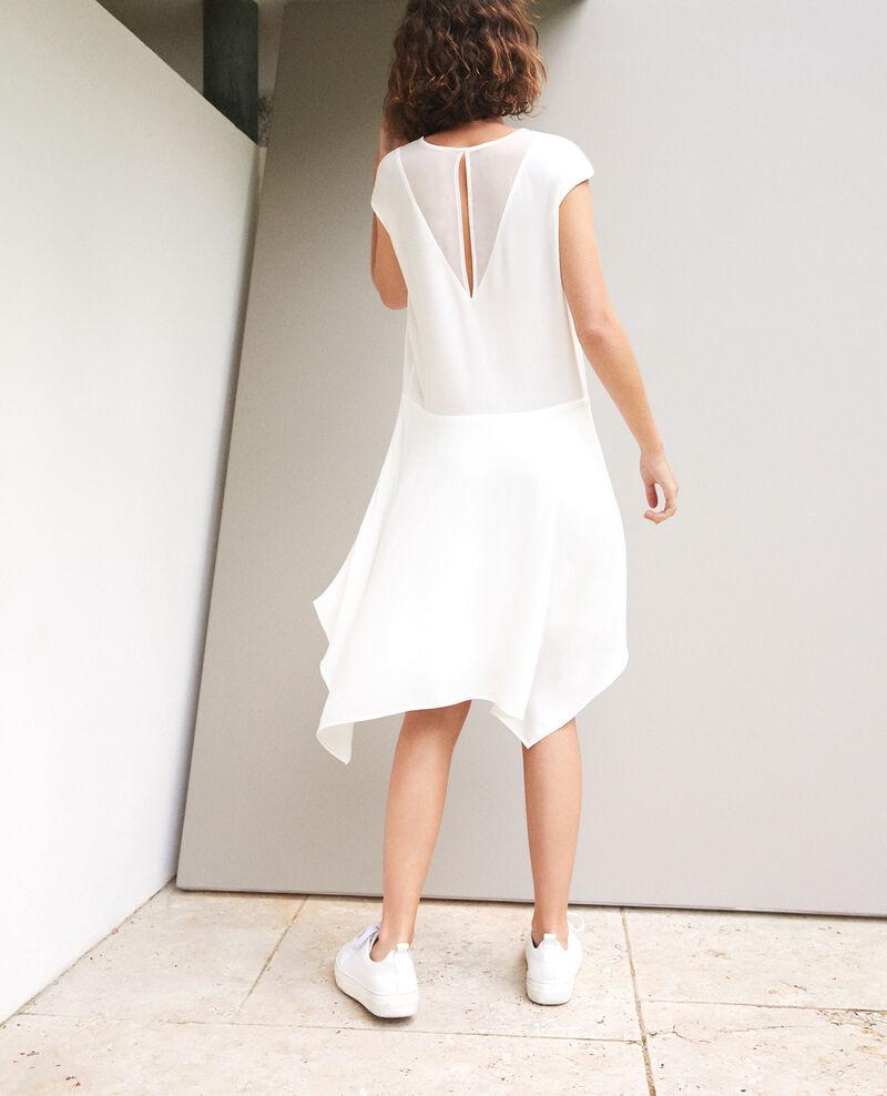 Kleid mit V-Ausschnitt Weiß Fondant