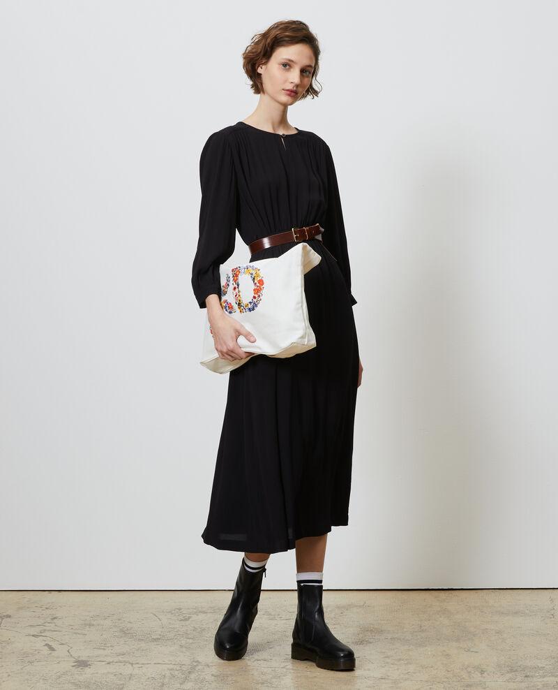 Tailliertes Maxi-Kleid mit fließendem Fall Black beauty Nature