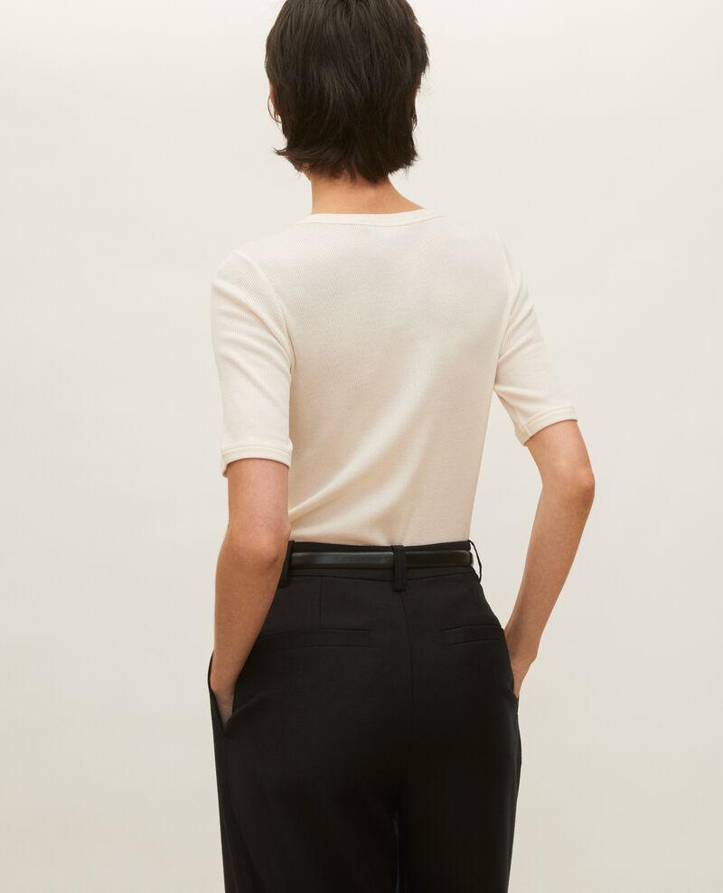 T-Shirt mit feinem Rippstrick aus merzerisierter Baumwolle Buttercream Lasso
