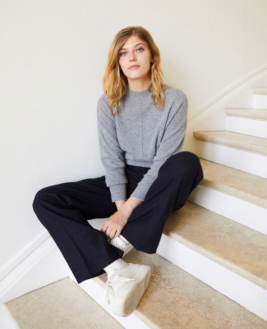 Pullover mit Knöpfen im Rücken 100 % Kaschmir LIGHT GREY