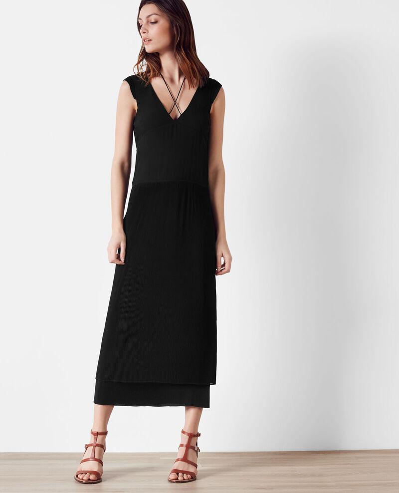 langes kleid mit volants und plissee details noir caoki. Black Bedroom Furniture Sets. Home Design Ideas