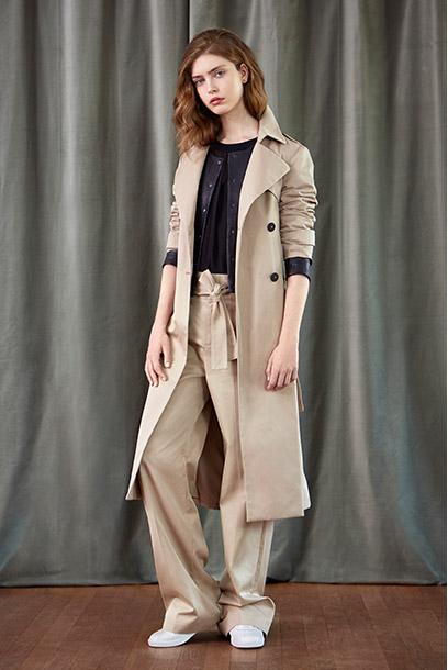 Look - Langer Trenchcoat, Lederjacke und weite Hose